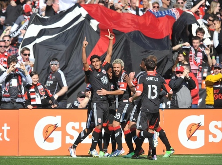 Rafaelcelebrateswithdcunited-isiphotos_medium