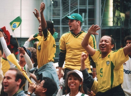 800px-brazilian_football_fans_medium