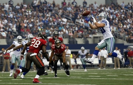Dallas-cowboys-inside-linebacker-sean-lee-50-snares-a-first-quarter-interception-that-was-tipped_medium