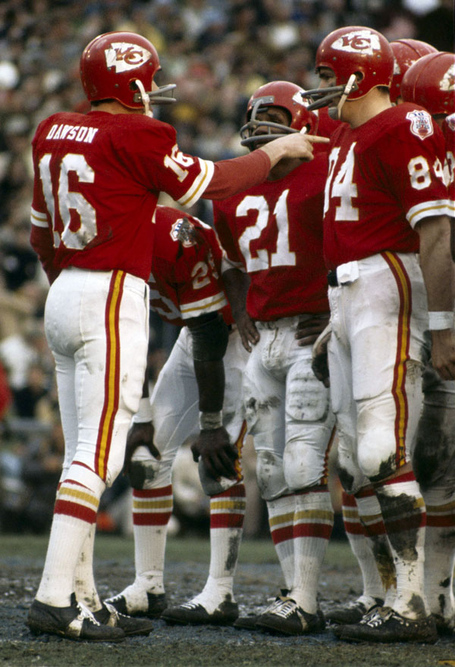Nfl-chiefs-super_bowl_iv_dawson-len-16-red-1970-stockpic1_medium