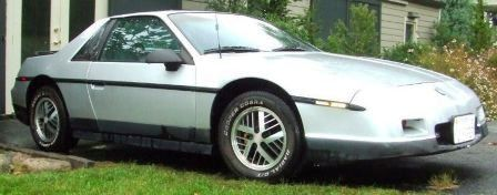 800px-1986_fiero_se_2m6_right_side_front_medium