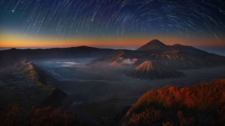 Mountbromo_en-us8522624604_1366x768_medium