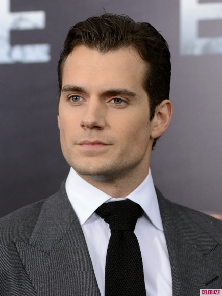 Henry-cavill-sexiest-looks-06122013-19-435x580_medium