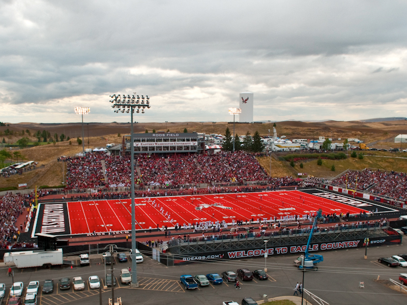 Ewu-roos-field_medium