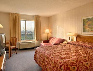 2631759-howard-johnson-romulus-detroit-metro-airport-guest-room-1-def_medium
