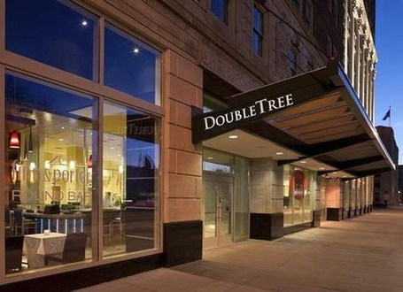 2631759-doubletree-guest-suites-detroit-downtown-fort-shelby-hotel-exterior-1-def_medium