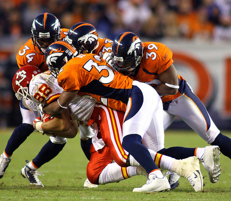 Tony_gonzalez_josh_bell_kansas_city_chiefs_bw4n0pmx-cul_medium