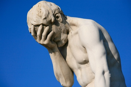 Paris_tuileries_garden_facepalm_statue_medium