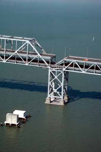 Bay_bridge_collapse_medium
