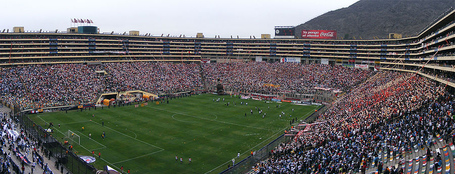 900px-estadio_monumental_en_la_final_2009_medium