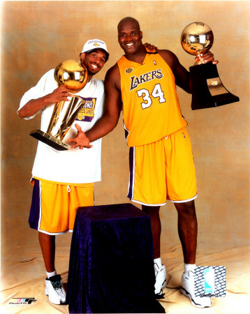 Aabk028_kobe-bryant-and-shaquille-o-neal-with-2000-championship-trophies-photofile-posters_medium