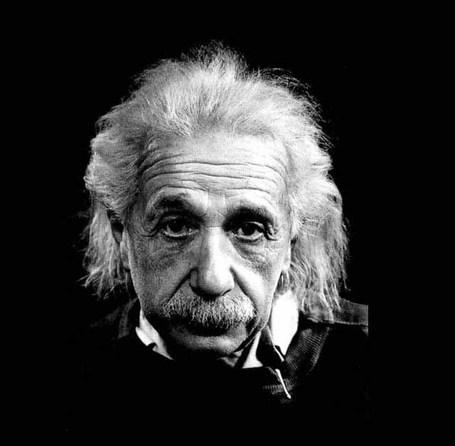 Albert-einstein_medium