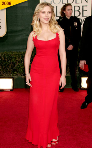 Scarlett_johansson_full_length_red_dress_medium