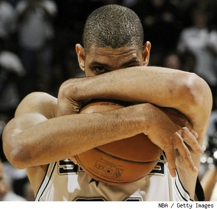 Tim-duncan-hug-ball-425_medium