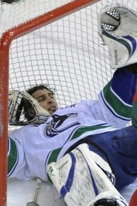 56581_canucks_wild_hockey_medium