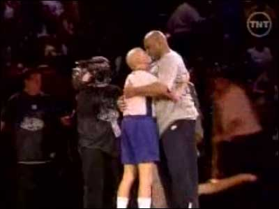 Charles-barkley-dick-bavetta-kiss-far_medium