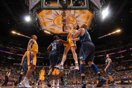 23d51635ddfa5d221fa5b367b2f7f3f4-getty-90044350ab022_jazz_lakers_medium