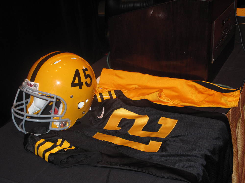 Iowa Hawkeyes: Black Heart, Old Pants