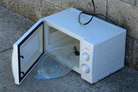 Broken_microwave_medium