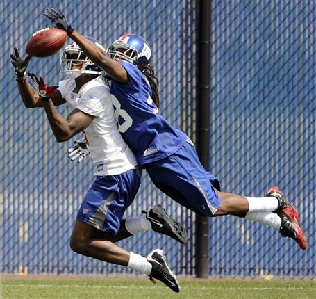 Giants_camp_football