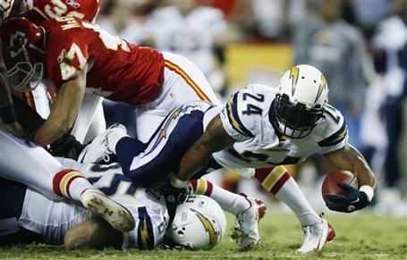 70509_chargers_chiefs_football_medium