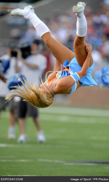 Tennessee-titans-cheerleader-2009-nfl-hall-l4s16k_medium