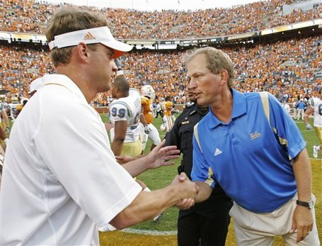 32812_ucla_tennessee_football_medium