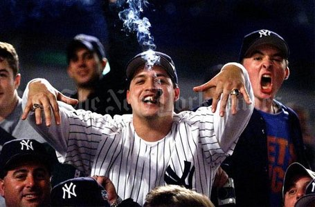 Yankee_fan_medium