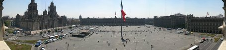 Zocalo_panorama_seen_from_rooftop_restaurant_medium