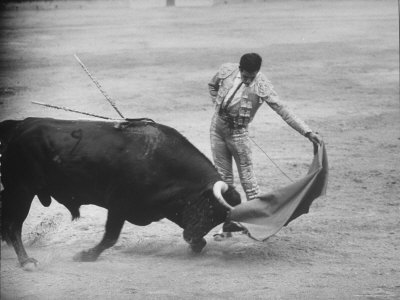 Loomis-dean-spanish-matador-antonio-ordonez-executing-left-handed-pass-called-pase-natural-during-bullfight_medium