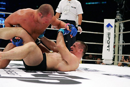 Fedor_emelianenko_wins_over_mirko_cro_cop_at_pride_gp_2005_medium