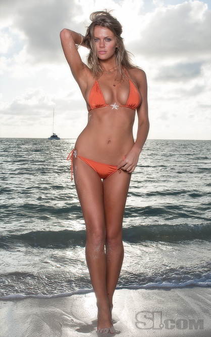 Brooklyn-decker-bikini-034_medium