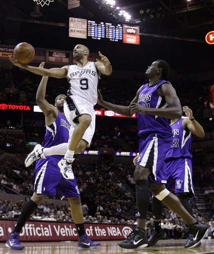 106458_kings_spurs_basketball_medium