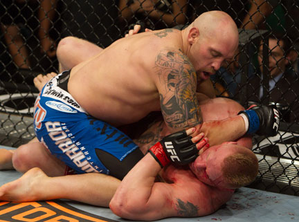 Ufc116_11_lesnar_vs_carwin_008_medium