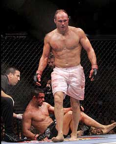 More_2007_03_06_9_49_randy_couture_fight_medium