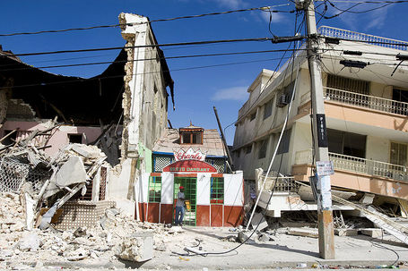 800px-haiti_earthquake_building_damage_medium