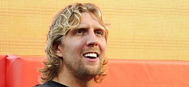 Nowitzki_nike-1253476304_zoom51_crop_380x175_380x175_5_31_medium