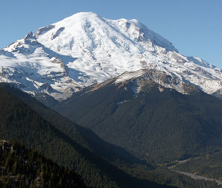 709px-mount_rainier_5917s_jpg_medium