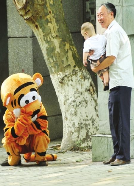 China-chengdu-zoo-escaped-tiger-drill-tigger-07_medium