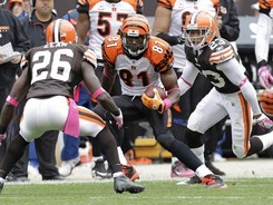 Cincinnati-bengals-week-04-browns-automatically-imported-abram-elam-joe-haden-terrell-owens-benga-wk4cb-auto-00022md_medium