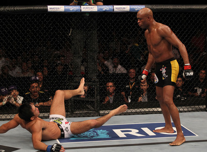 Ufc134_12_silva_vs_okami_013_medium