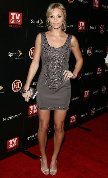 Laura-laura-vandervoort-9052902-1552-2560_medium