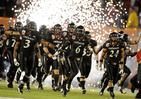 Cincinnati_bearcats_football_medium