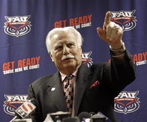 59273_schnellenberger_retires_football_large_medium