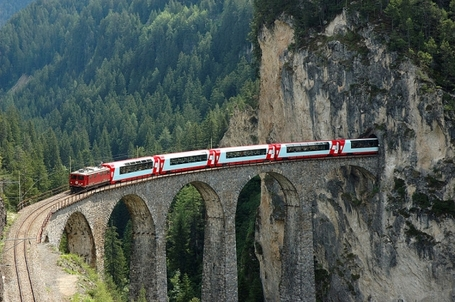 Bernina_express_medium