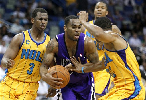 104112_kings_hornets_basketball_medium