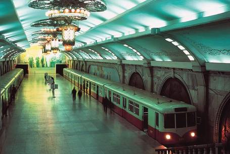 Pyongyang_metro_station_medium