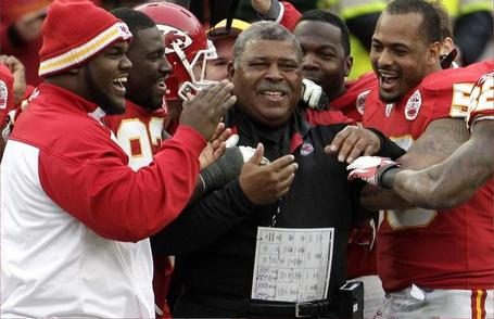 Sports_romeo_crennel_coach_interim_chiefs_medium