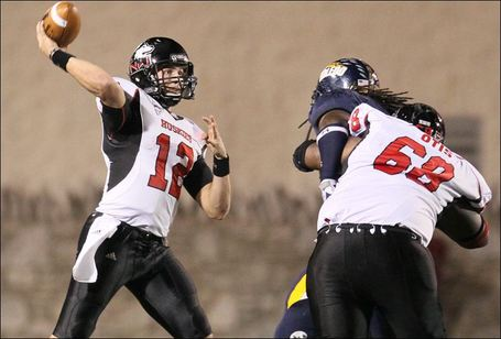 Niu-quarterback-chandler-harnish-throws-against-ut_medium
