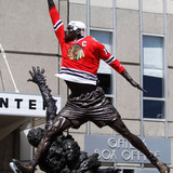 Jordan_statue_at_united_center
